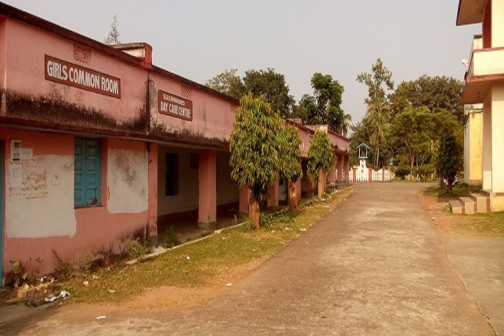 https://cache.careers360.mobi/media/colleges/social-media/media-gallery/15101/2018/10/15/Main campus view of Kabi Samrat Upendra Bhanja College Bhanjanagar_campus-view.jpg